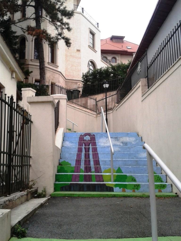 stradă în trepte 3 768x1024 - Singura stradă în trepte din București a prins culoare!