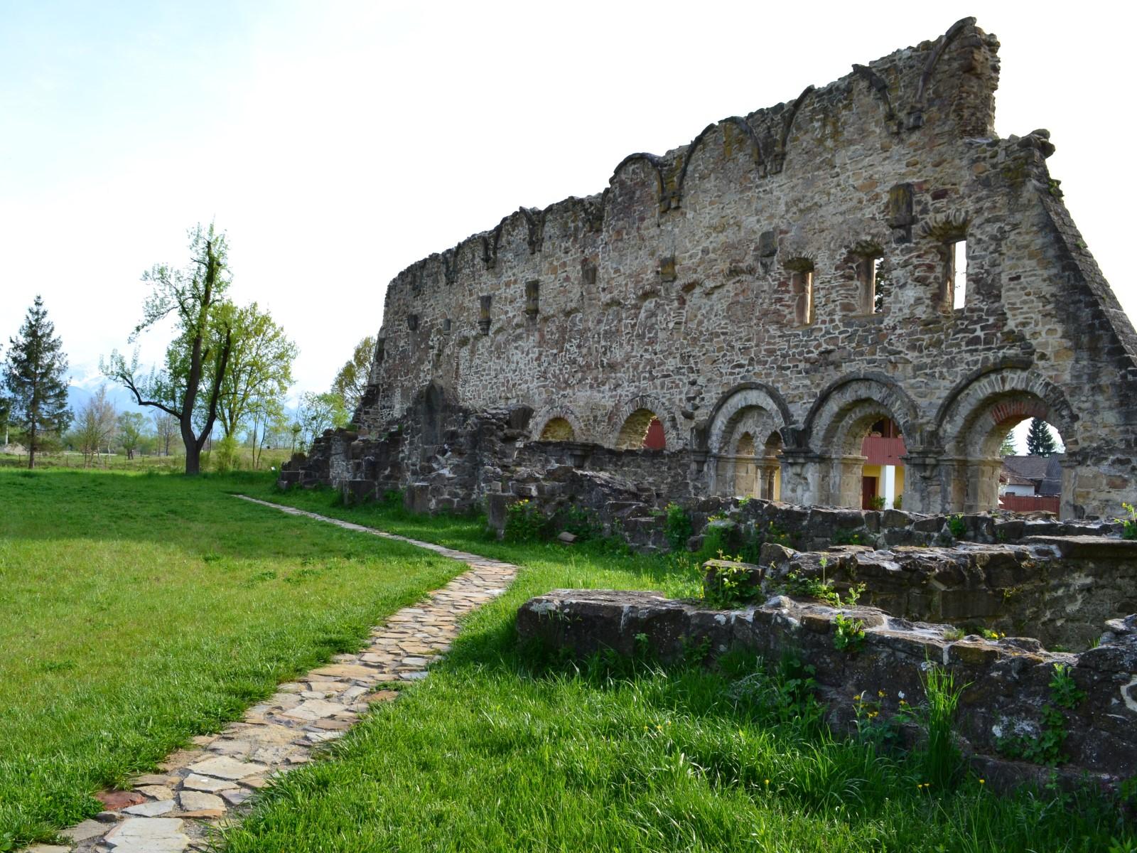 Mănăstirea Cârța 5 - Mănăstirea Cârța - singura ruină cisterciană din România
