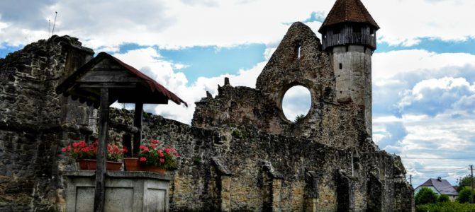 Mănăstirea Cârța – singura ruină cisterciană din România