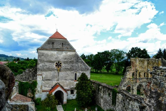 Mănăstirea Cârța vedere din turn - Mănăstirea Cârța - singura ruină cisterciană din România