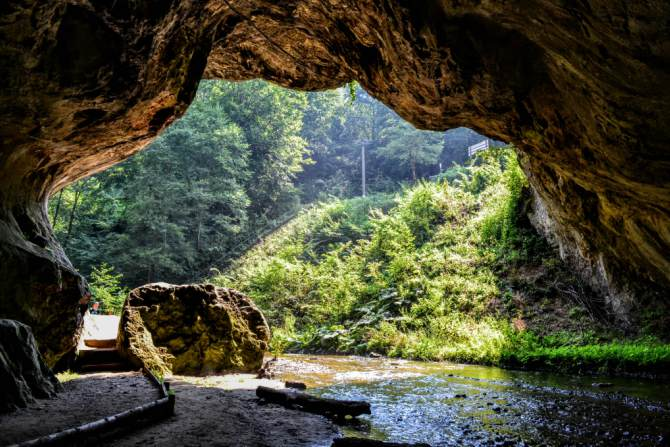 Peștera Bolii 1 - Cheile Băniţei - spectacol calcaros în Munţii Şureanu