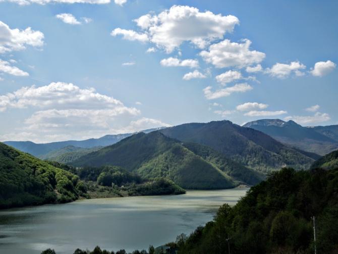 Baraj Siriu - Cascada Caşoca – sunetul apei din Masivul Podul Calului