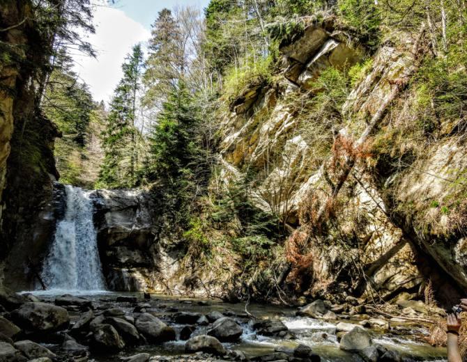 Cascada Caşoca 1 - Cascada Caşoca – sunetul apei din Masivul Podul Calului