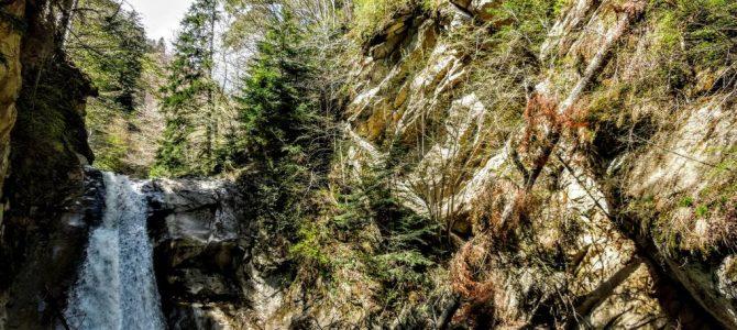 Cascada Caşoca – sunetul apei din Masivul Podul Calului