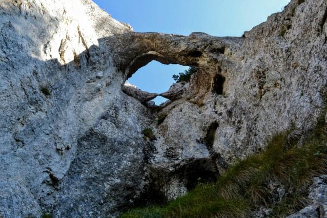 La Zăplaz 4 - Piatra Craiului și sculpturile de la Zăplaz