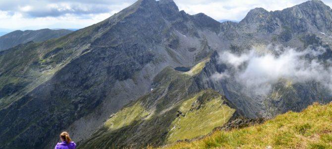Beneficiile mersului pe munte