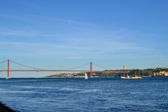 Podul Vasco da Gama Monumento Cristo Rei - Lisabona - un city break pe ritmuri de fado